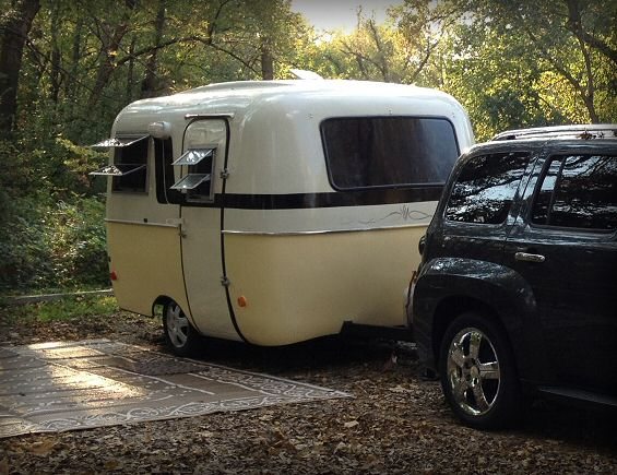 That Little Scamp  – Go compact in a 13′ vintage molded fiberglass camper!